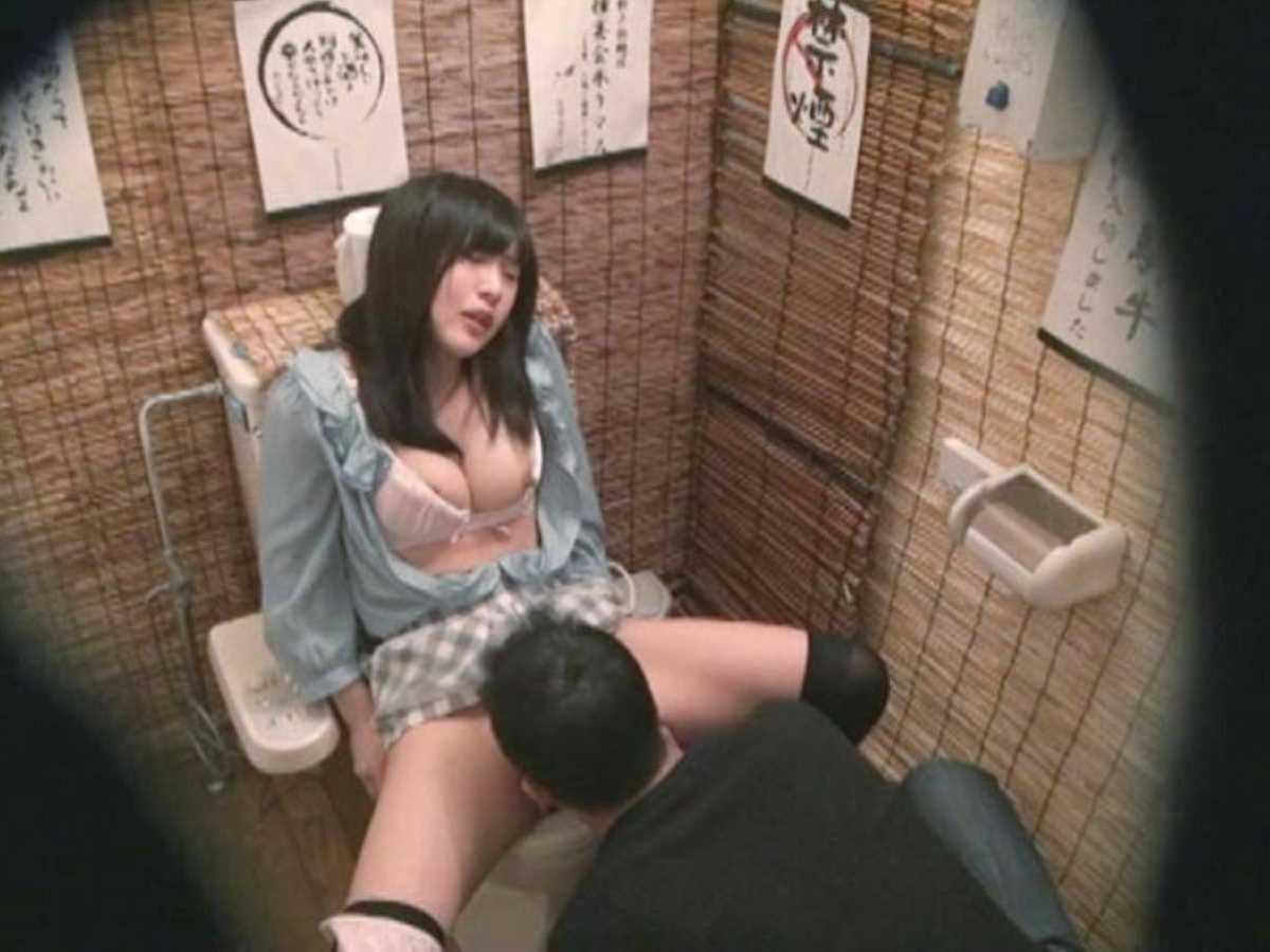 公衆便所などトイレのセックス画像 56
