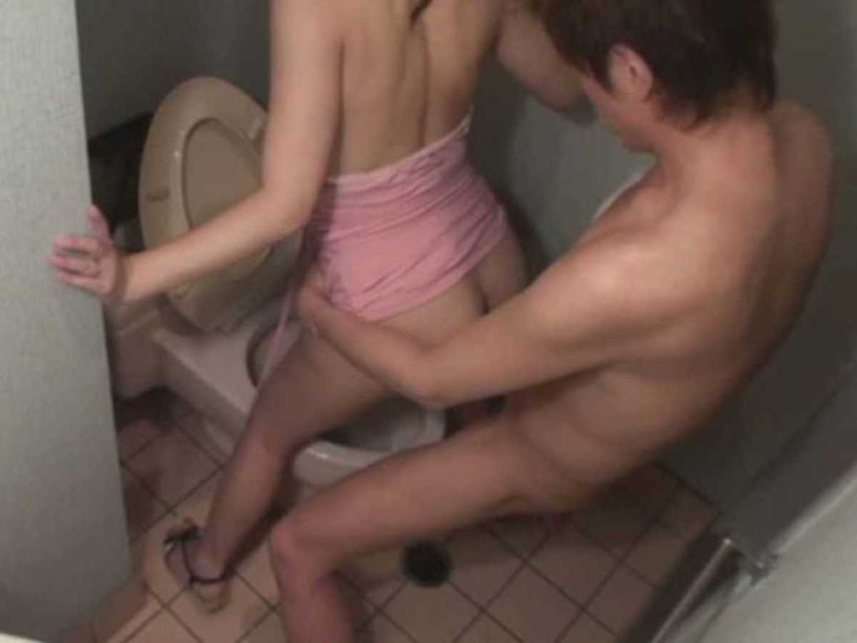 公衆便所などトイレのセックス画像 61