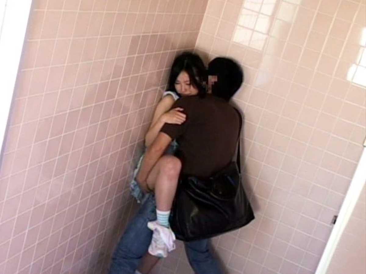 公衆便所などトイレのセックス画像 75