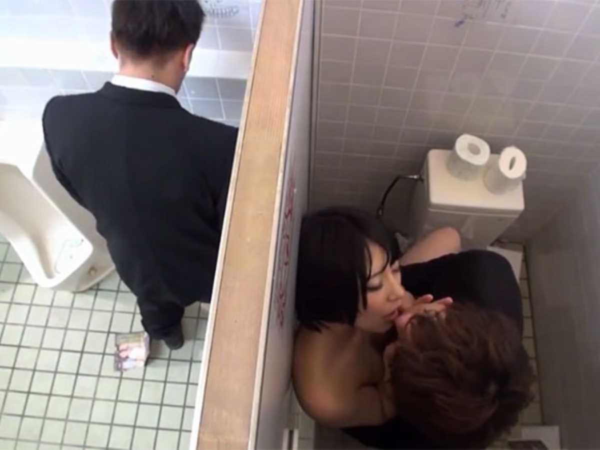 公衆便所などトイレのセックス画像 79