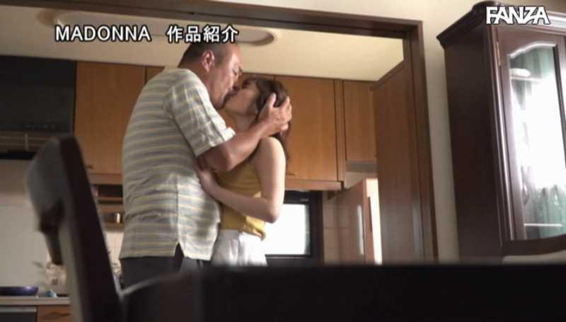 息子の嫁と義父の中出しレイプ画像 36