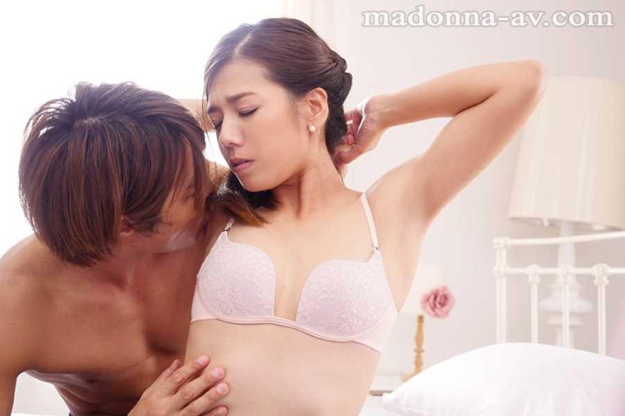 ITセレブの美人妻 水川愛絆 エロ画像 4