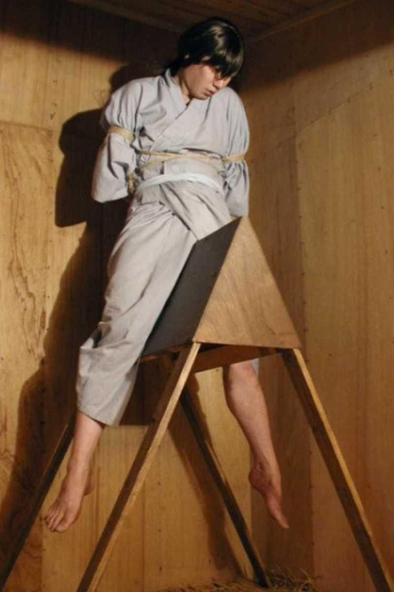 三角木馬の木馬責めエロ画像 44