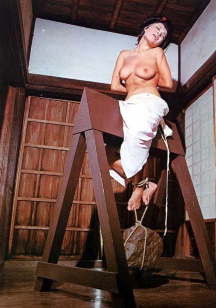 三角木馬の木馬責めエロ画像 94