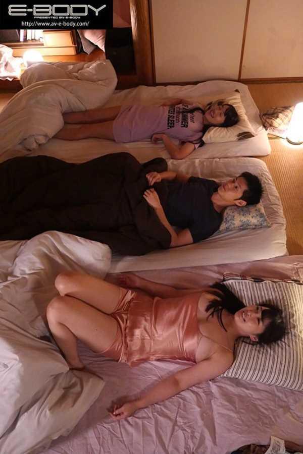 巨乳姉妹の姉妹丼セックス画像 4