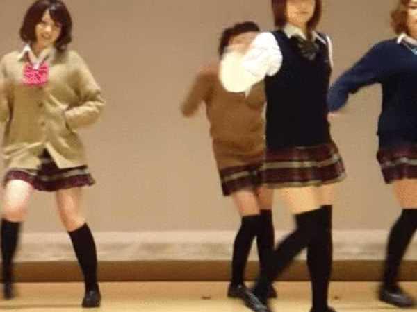 踊ってみた パンチラ エロ画像 2