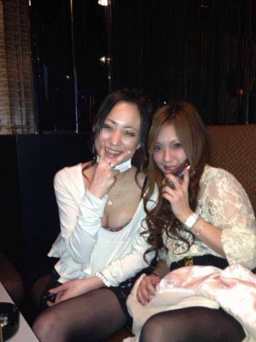 キャバ嬢 胸チラ エロ画像 34