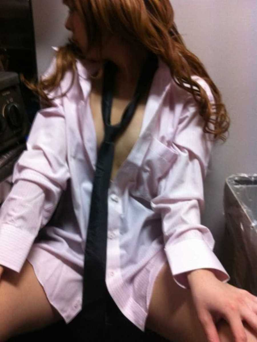 キャバ嬢 胸チラ エロ画像 38