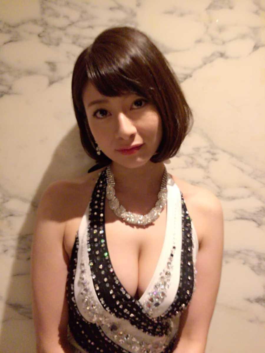 キャバ嬢 胸チラ エロ画像 39