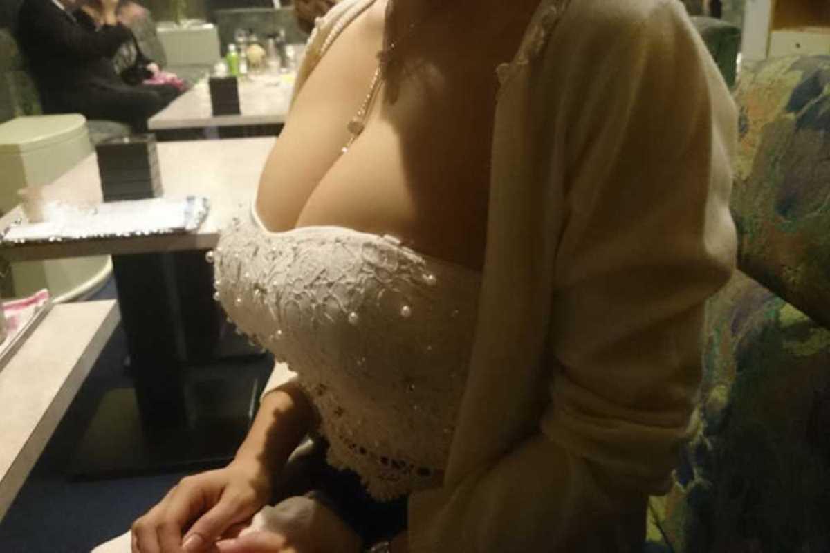 キャバ嬢 胸チラ エロ画像 65