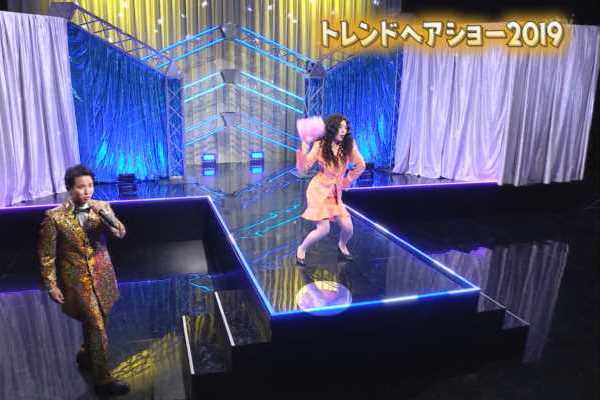 佐藤真知子アナのパンツが床に映る…(※エロ画像あり)