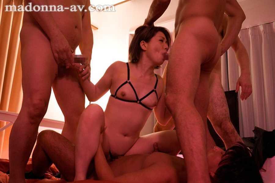 熟女の串刺しセックス画像 9