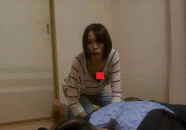 戸田恵梨香 貧乳 おっぱい 胸チラ エロ画像 2