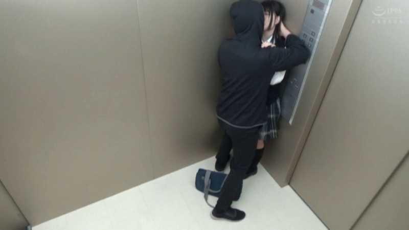女子校生の痴漢エレベーター画像 16