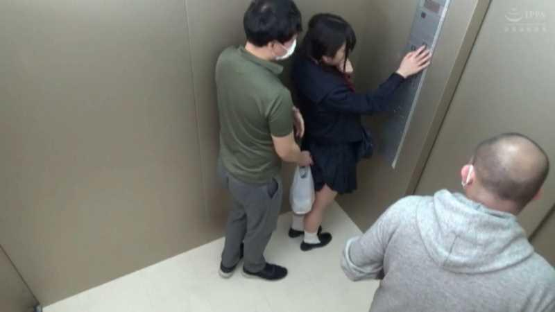 女子校生の痴漢エレベーター画像 35