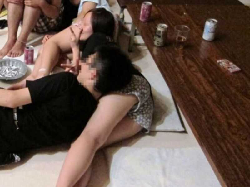 寝転びパンチラのエロ画像 116
