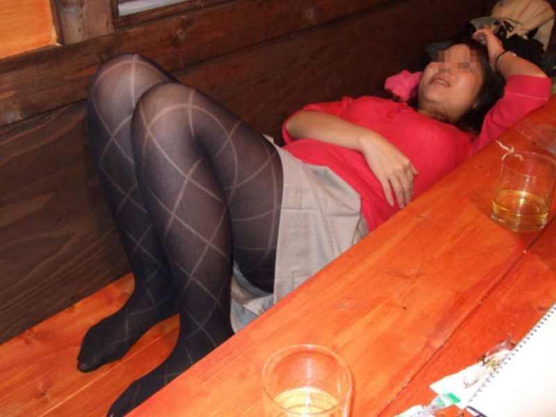 寝転びパンチラのエロ画像 120