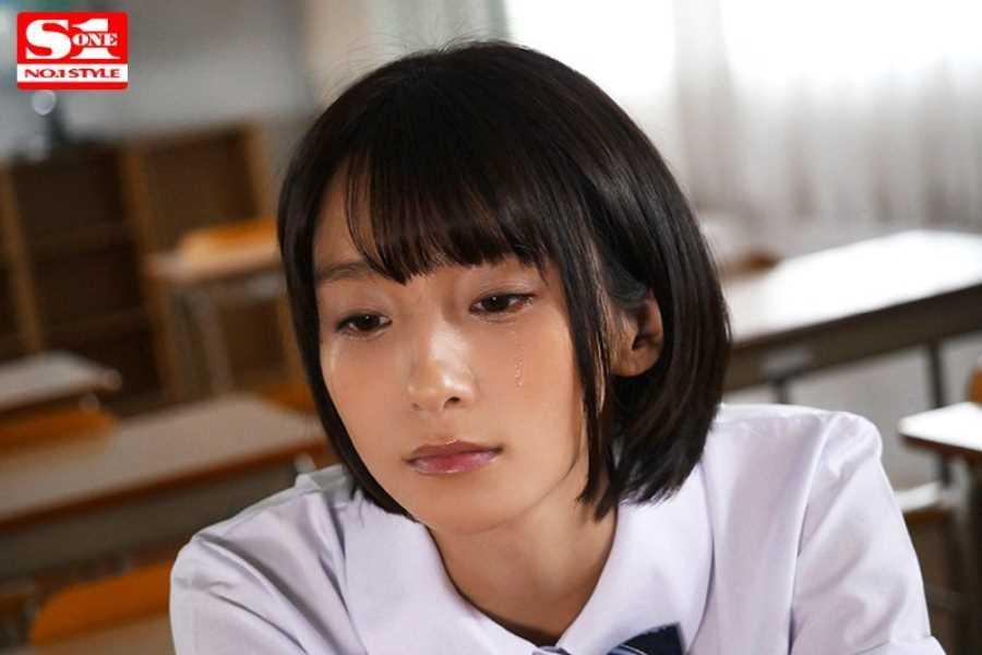 制服マニアの女子生徒レイプ画像 1