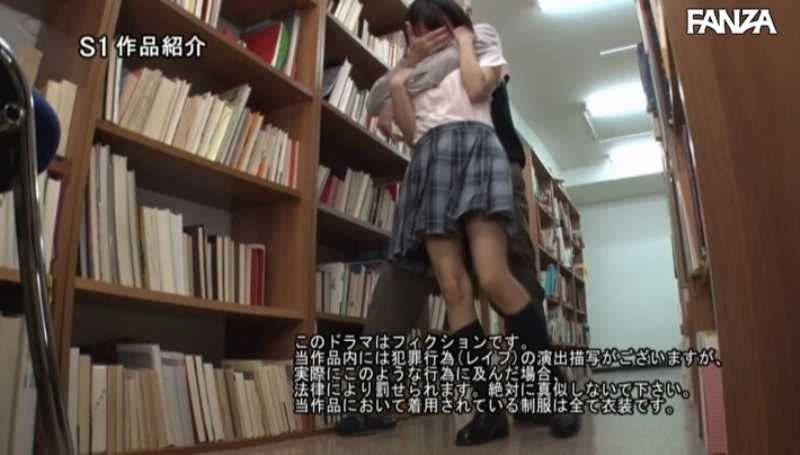 制服マニアの女子生徒レイプ画像 21