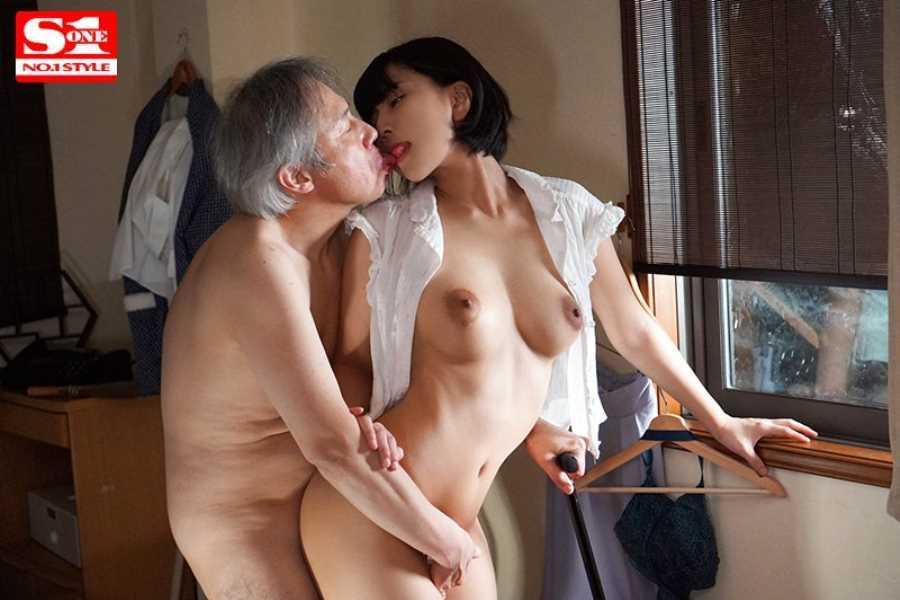 おじいちゃんと介護ヘルパーのセックス画像 1