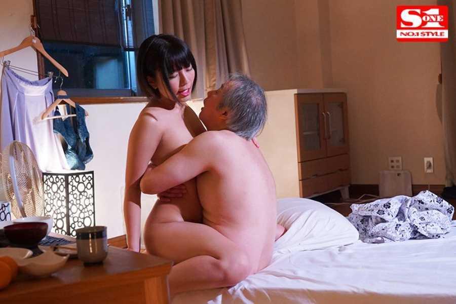 おじいちゃんと介護ヘルパーのセックス画像 3