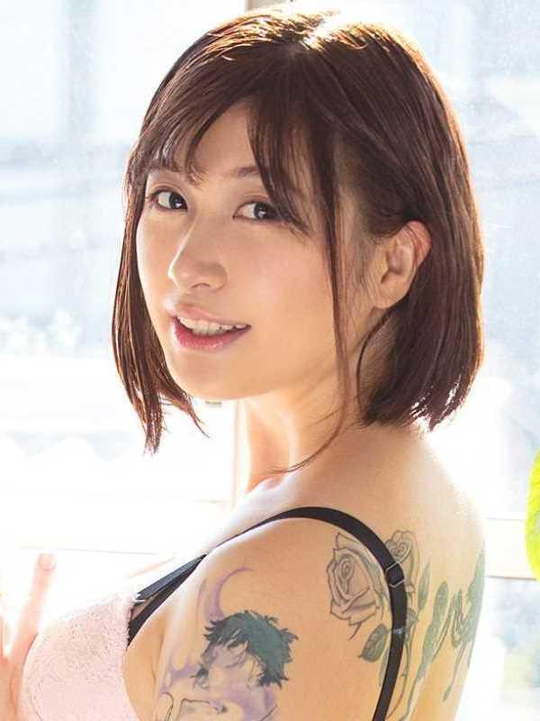 刺青クォーター痴女 うららか麗 セックス画像 1