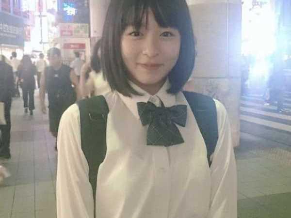 制服 巨乳JK エロ画像 2