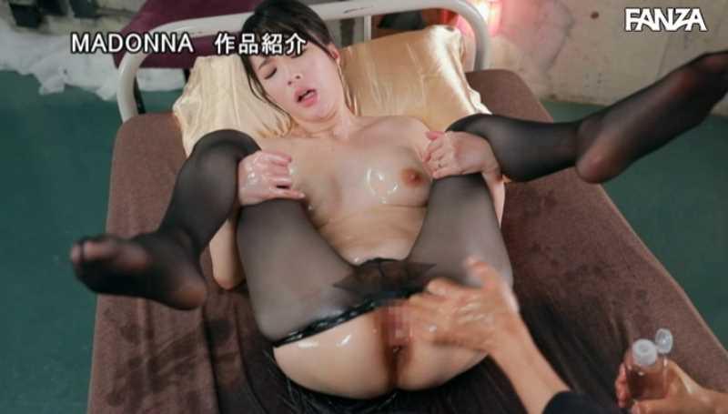 白肌の黒髪美人妻・豊崎みさとエロ画像 46