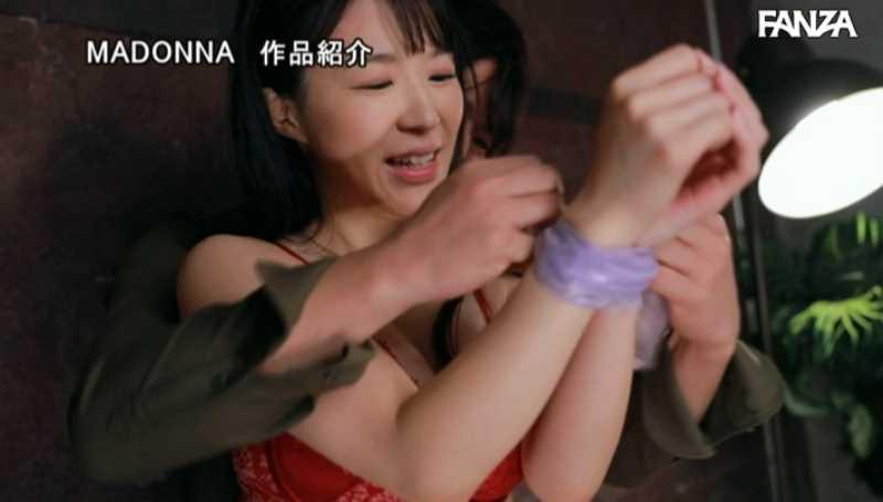 白肌の黒髪美人妻・豊崎みさとエロ画像 51