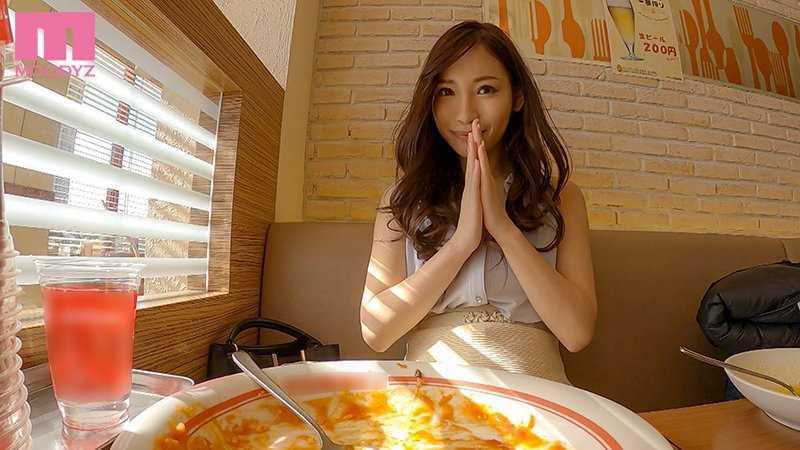 スレンダー巨乳美女 黒谷咲紀 エロ画像 4