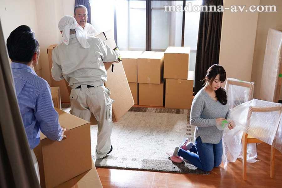 引っ越し業者と人妻の不倫セックス画像 2