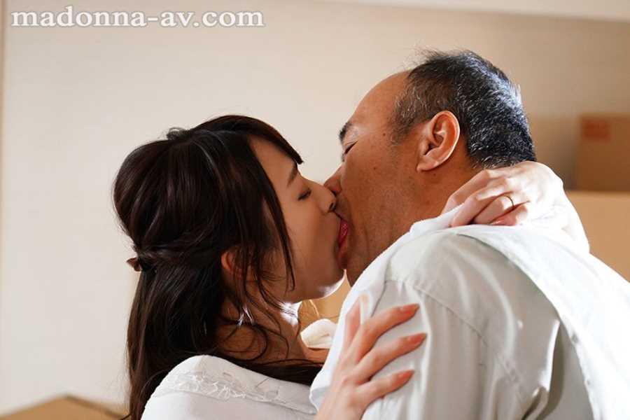 引っ越し業者と人妻の不倫セックス画像 6