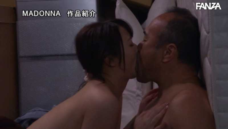 引っ越し業者と人妻の不倫セックス画像 14