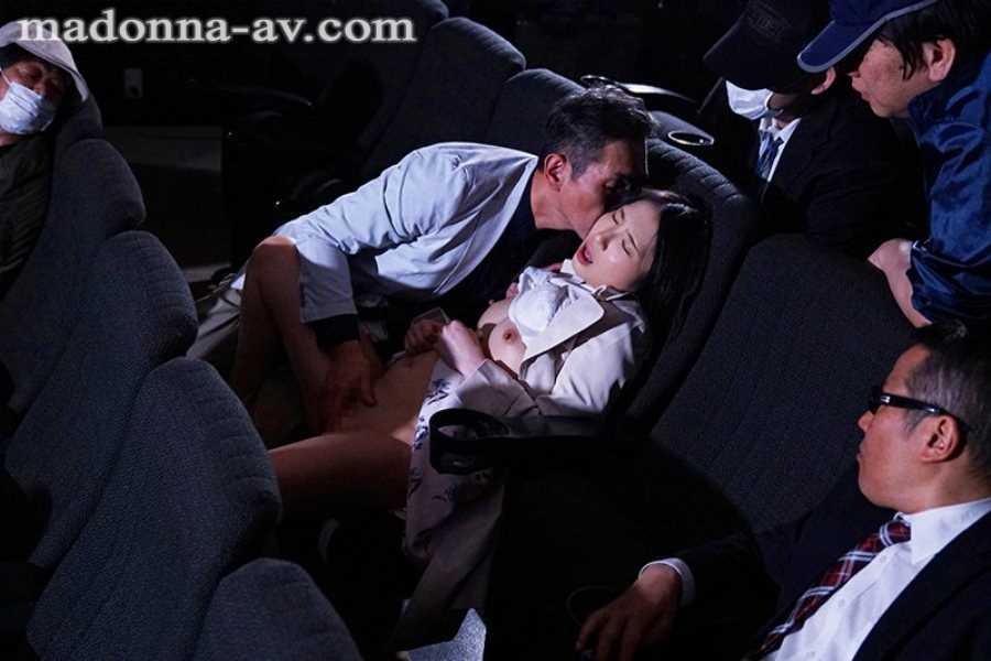 ポルノ映画館の輪姦セックス画像 3