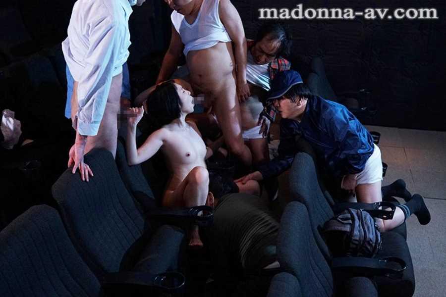 ポルノ映画館の輪姦セックス画像 5