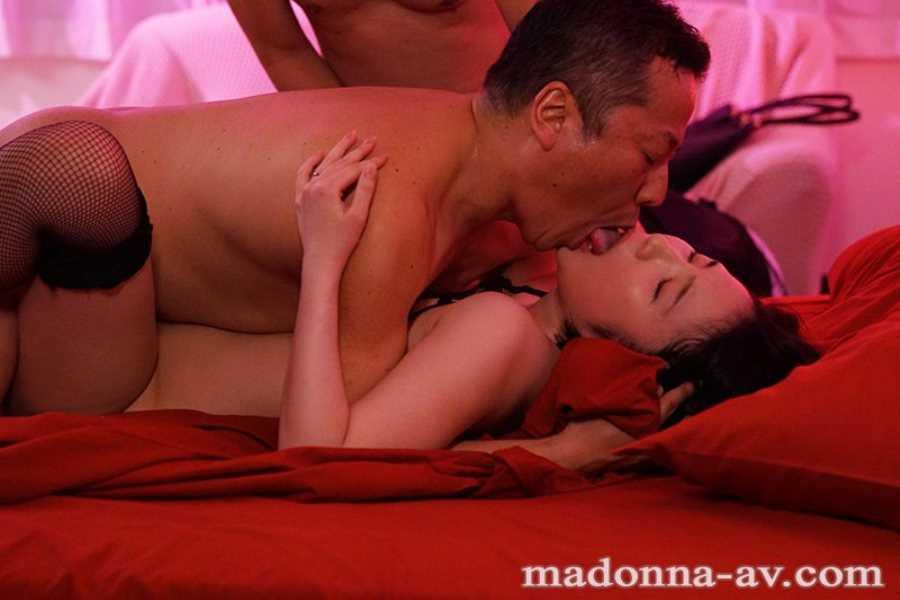 ポルノ映画館の輪姦セックス画像 11