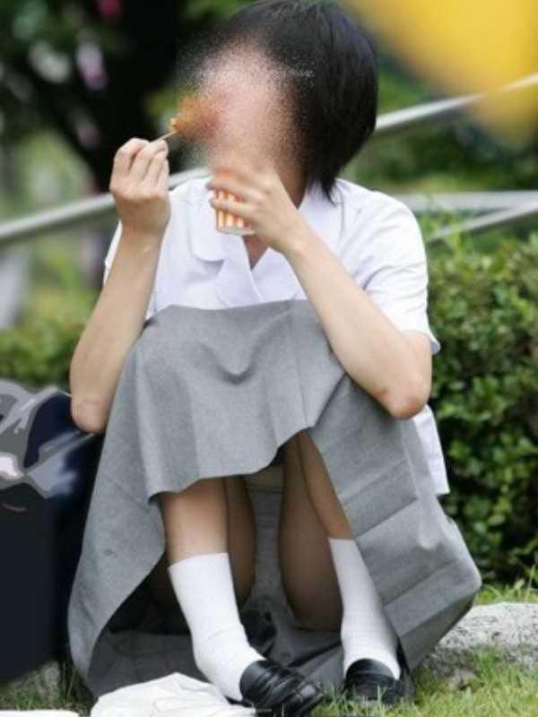 処女っぽい地味な女子高生のパンチラ画像画像 1