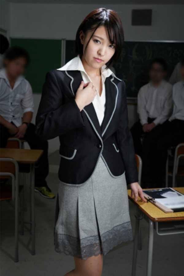 女教師の剃毛エロ画像 51