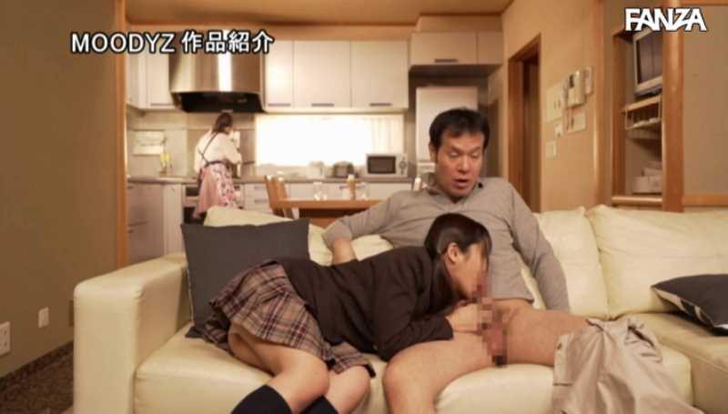 娘と夫婦の3Pセックス画像 35