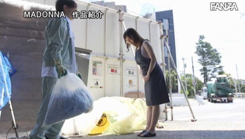 ゴミ捨て場の不倫エロ画像 17