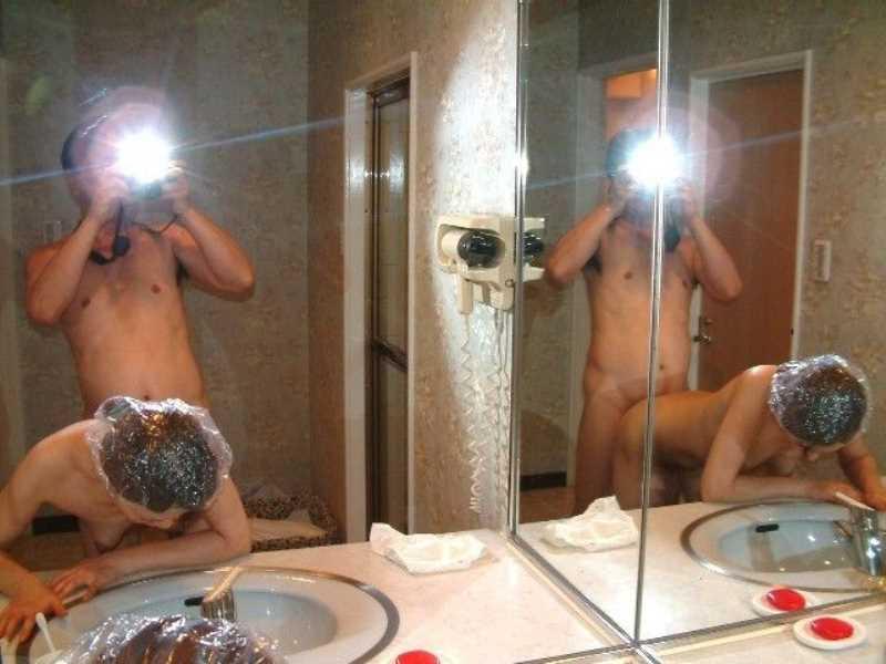 洗面所のハメ撮り画像 24