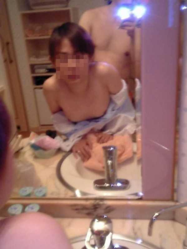 洗面所のハメ撮り画像 50