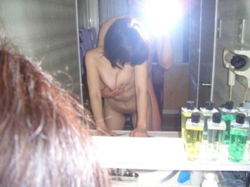 洗面所のハメ撮り画像 93