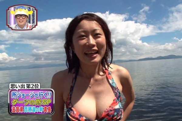 ダーツの旅 巨乳 ビキニ 人妻 エロ画像 2