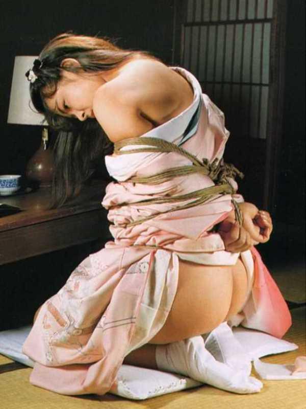 着物や浴衣の緊縛エロ画像 12