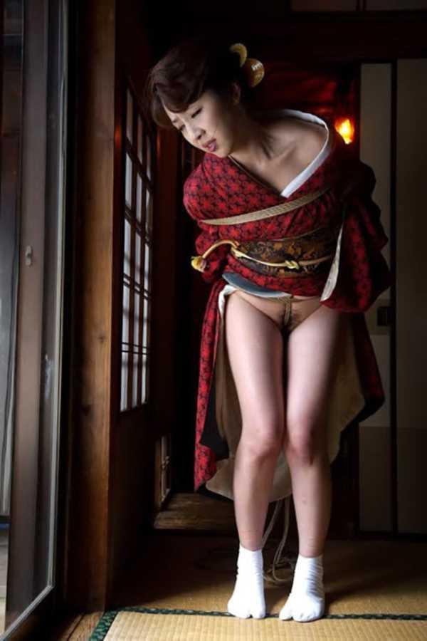 着物や浴衣の緊縛エロ画像 22