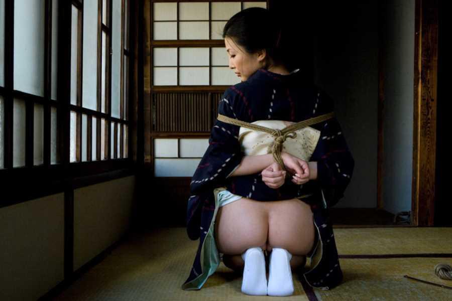 着物や浴衣の緊縛エロ画像 23