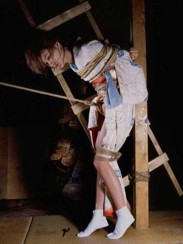 着物や浴衣の緊縛エロ画像 54