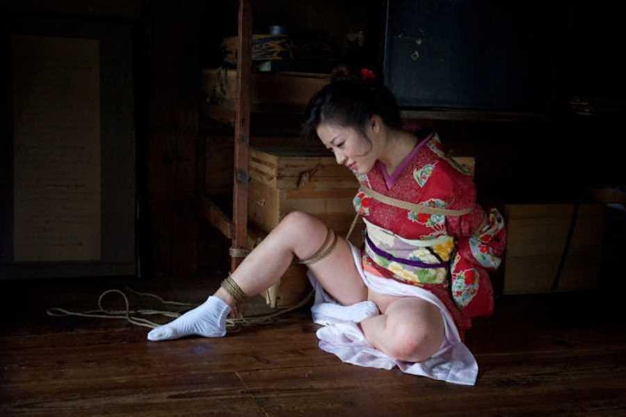 着物や浴衣の緊縛エロ画像 60