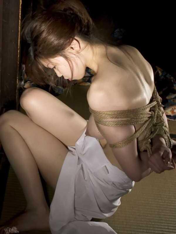 着物や浴衣の緊縛エロ画像 61